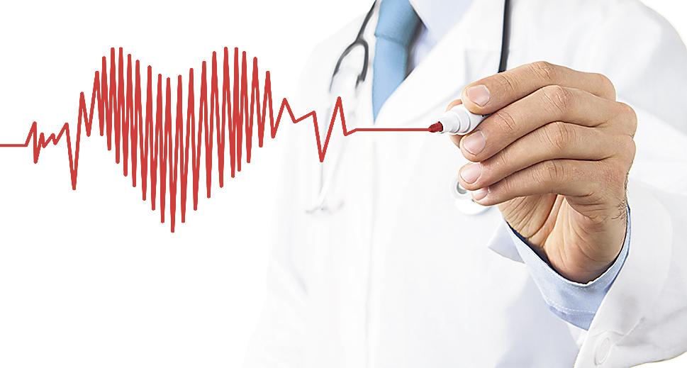 Mediziner malt Herz im Stil eines EKGs.
