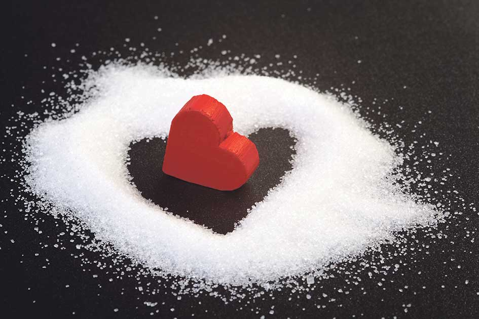 Herz-Baustein umgeben von Zucker.