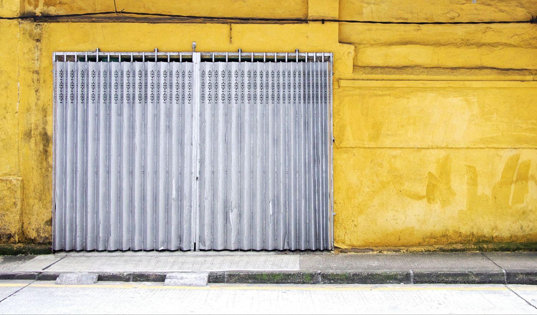 Einfahrt einer Garage, soll den Eingang zum Herzen also eine Herzklappe symbolisieren