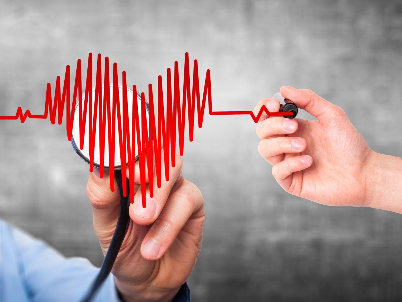 Herzfrequenz wird in Herzform gemalt. Thema: Stent einsetzen